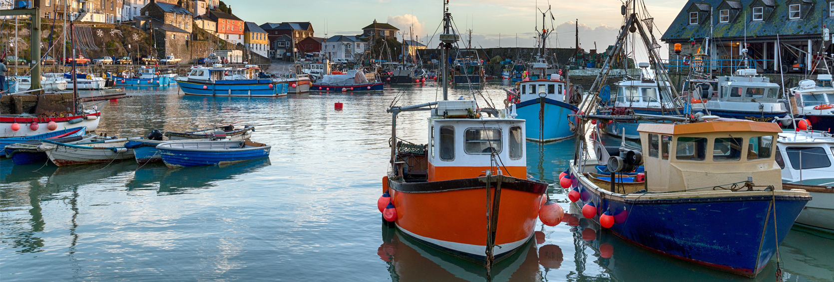 Cornish-Fishing-Boats-in-Harbour